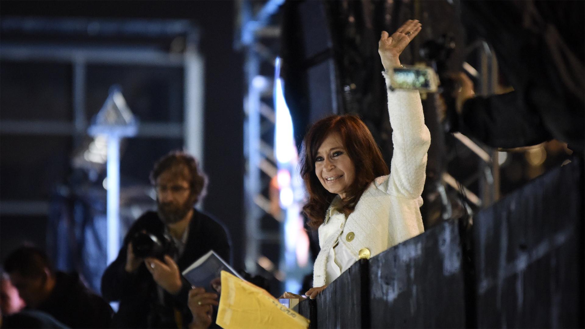 La ex presidenta Cristina Kirchner en la puerta de La Rural
