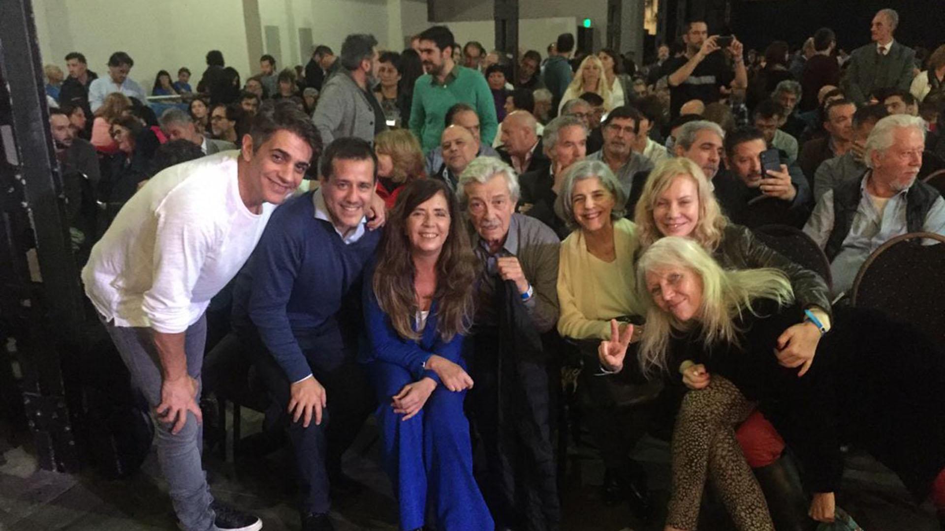 Pablo Echarri, Mariano Recalde, Grabiela Cerruti, Arturo Bonín, Cristina Banegas y Cecilia Roth (@gabicerru)