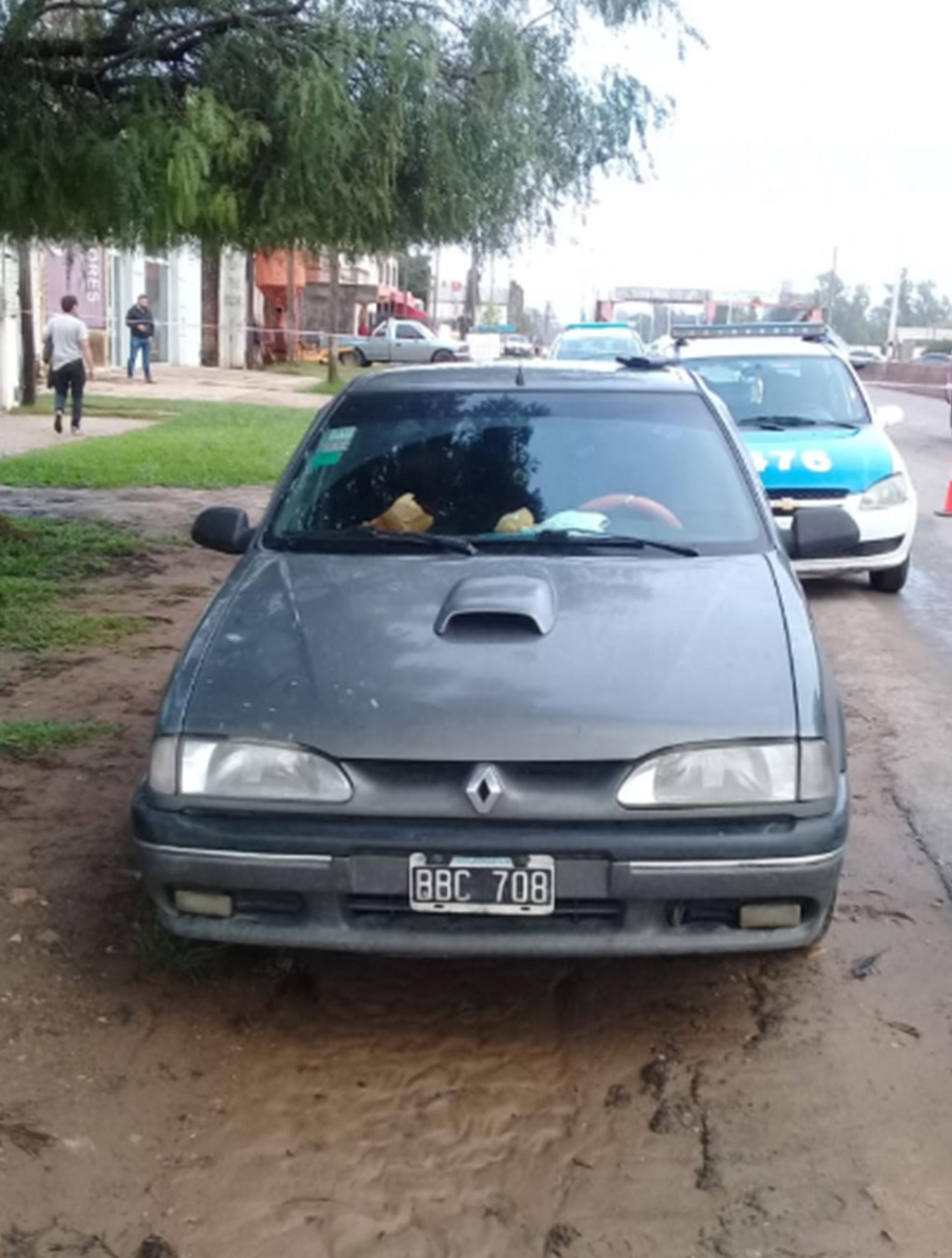 El Renault 19 que conducía Juan Jesús El Gitano Fernández al momento de ser detenido