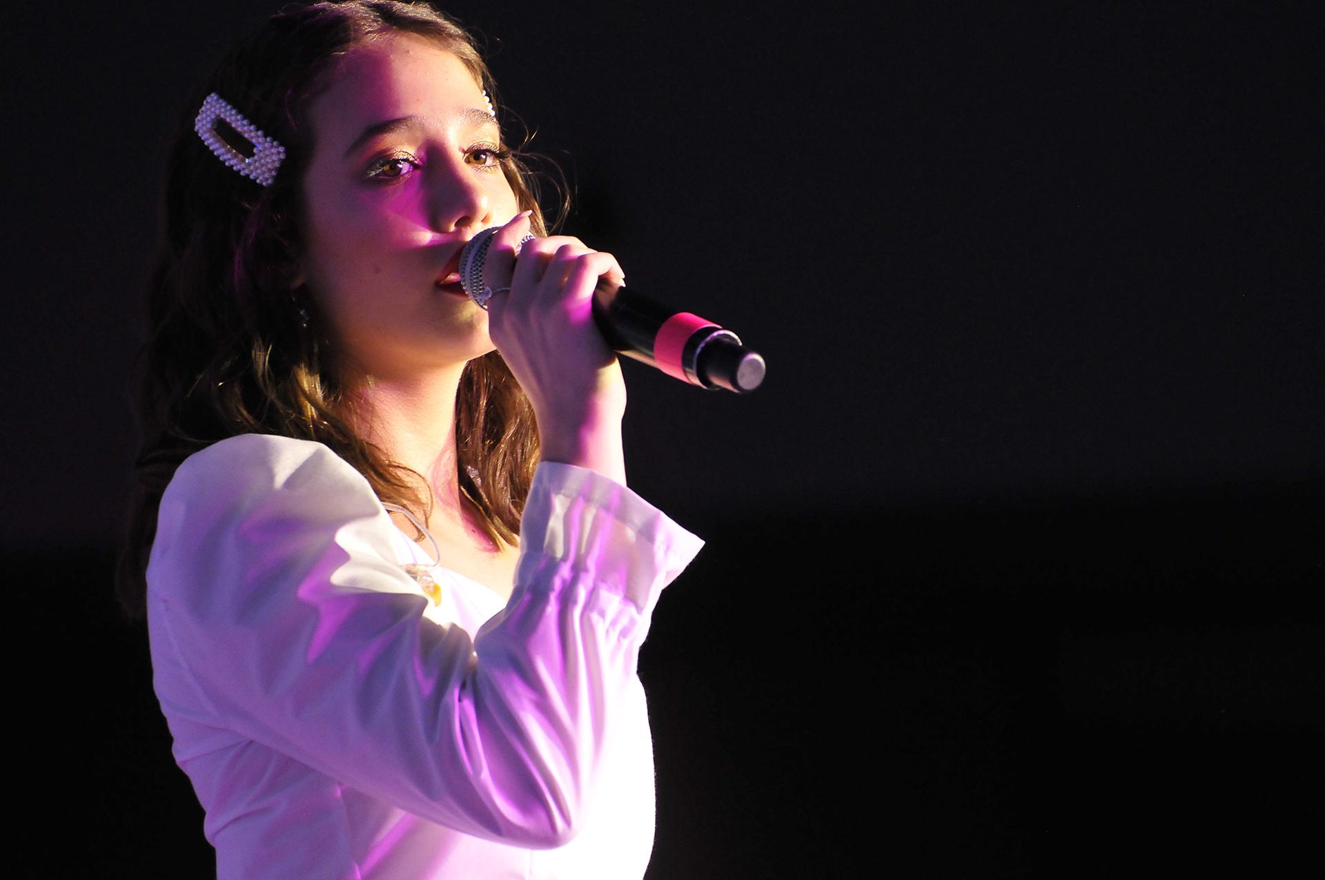 Ángela Torres cautivó con su voz