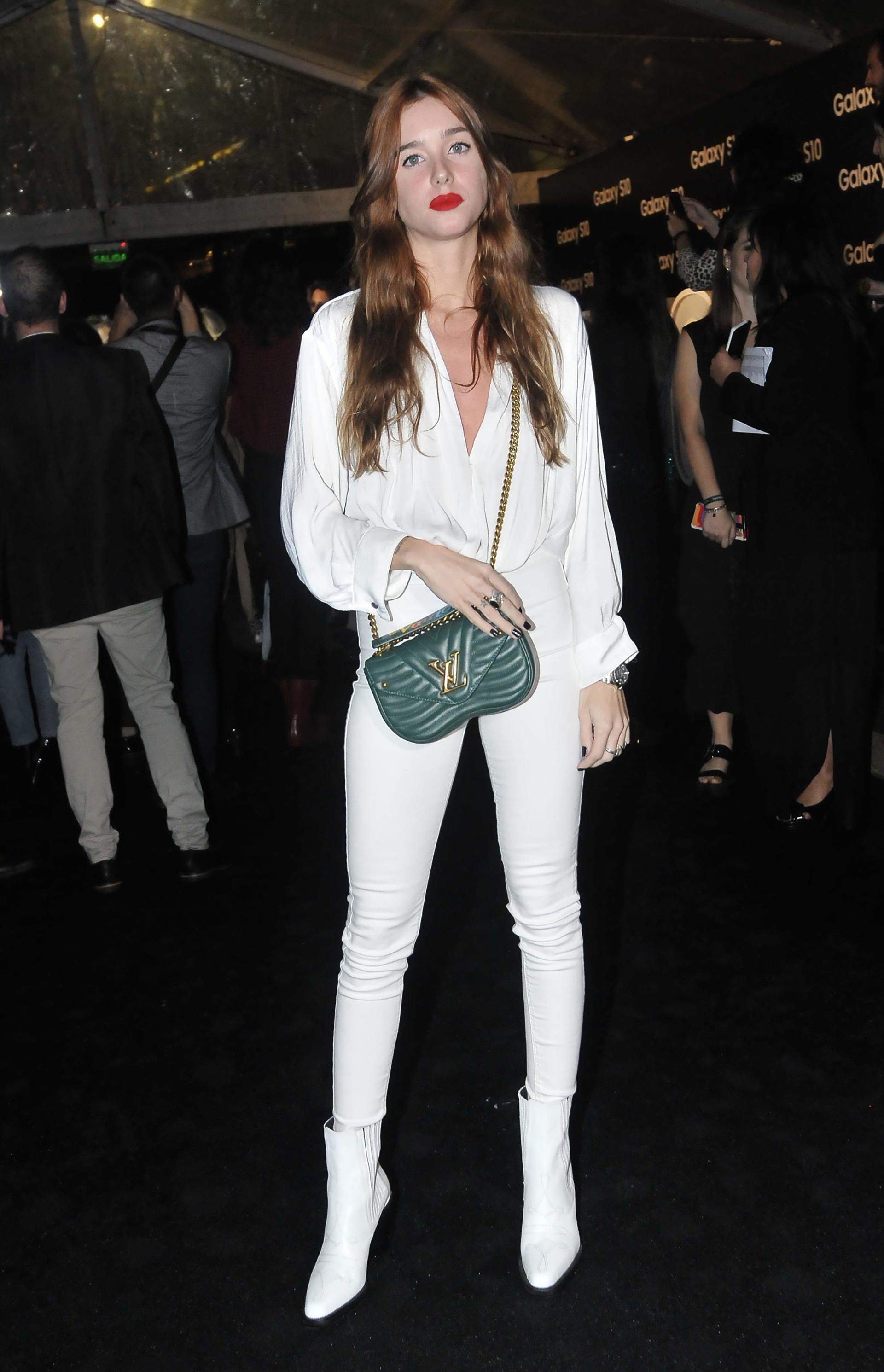 Lucía Celasco y su cartera Louis Vuitton