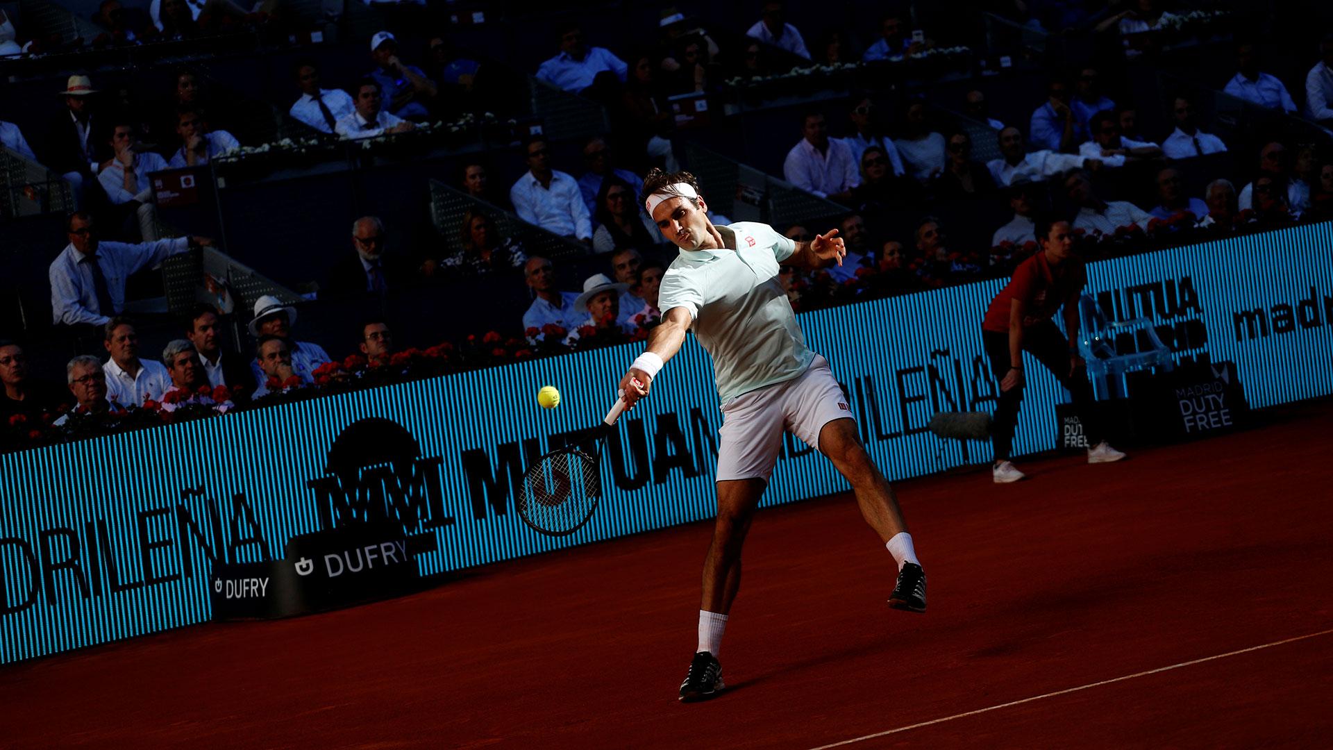 Federer jugó en Madrid su primer torneo sobre polvo de ladrillo en tres años (Reuters)