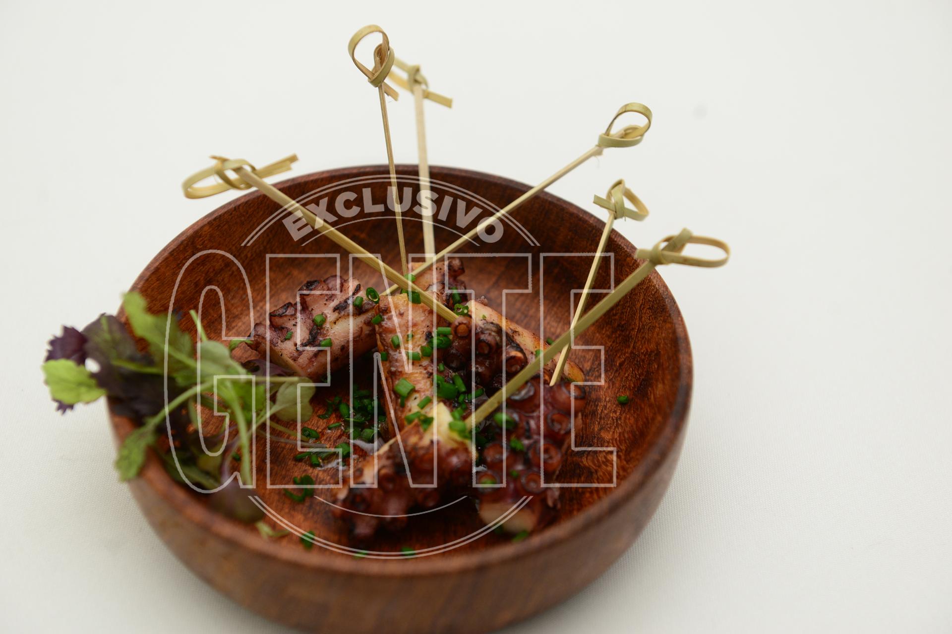 Pulpo español grillado con lima y oliva.