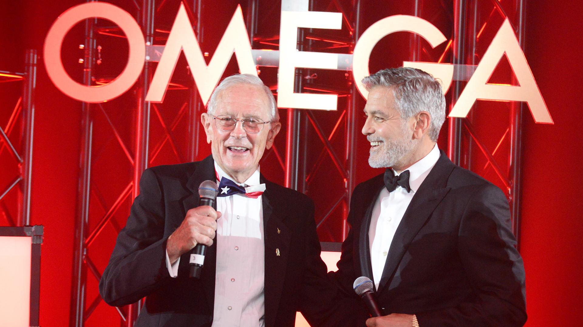 """Reflexionando sobre el espíritu pionero de la era de Apolo, Charlie Duke lo describió como un momento emocionante, pero destacó que el éxito de la misión de 1969 se debió al trabajo duro y al compromiso. """"Nos dirigíamos a la Luna, pero también estábamos en Tierra, muy realistas, y nunca dimos por sentado el éxito ni una sola vez"""", expresó junto a George Clooney"""