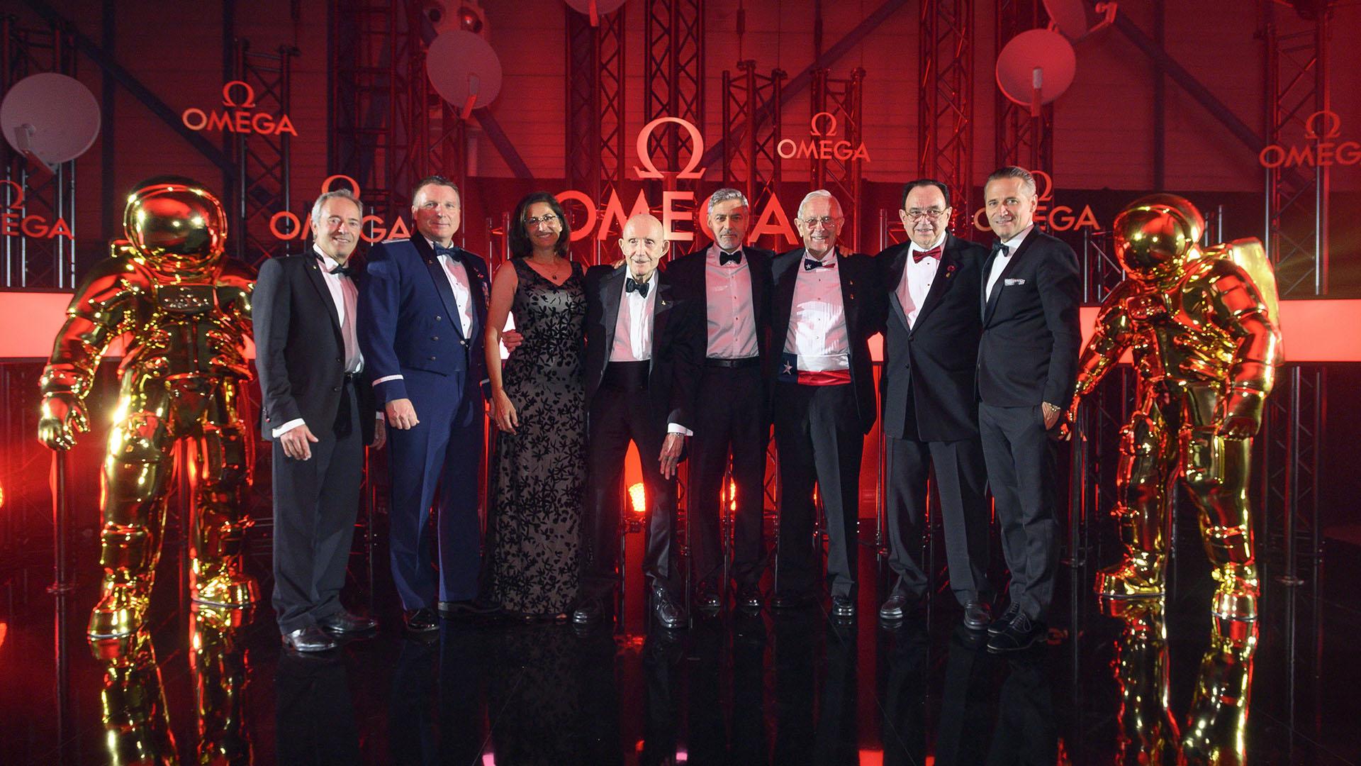 Jean-François Clervoy, Terry Virts, Nicole Stott, Thomas Stafford, George Clooney, Charlie Duke, James Ragan y Raynald Aeschlimann