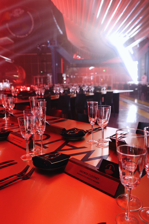 La elegancia de las mesas distribuidas por el salón