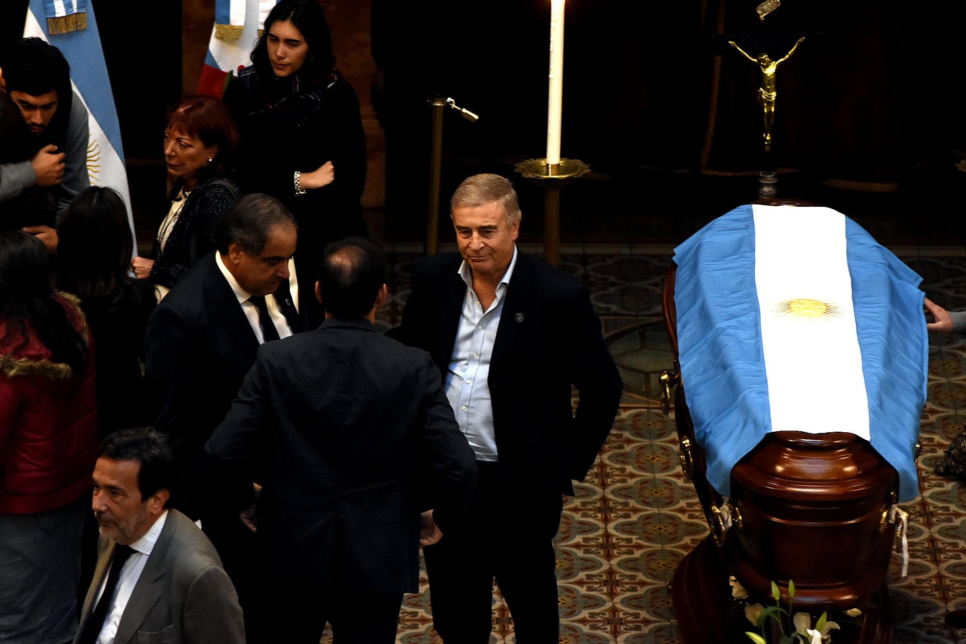 El ministro de Defensa, Oscar Aguad, estuvo presente en el velatorio