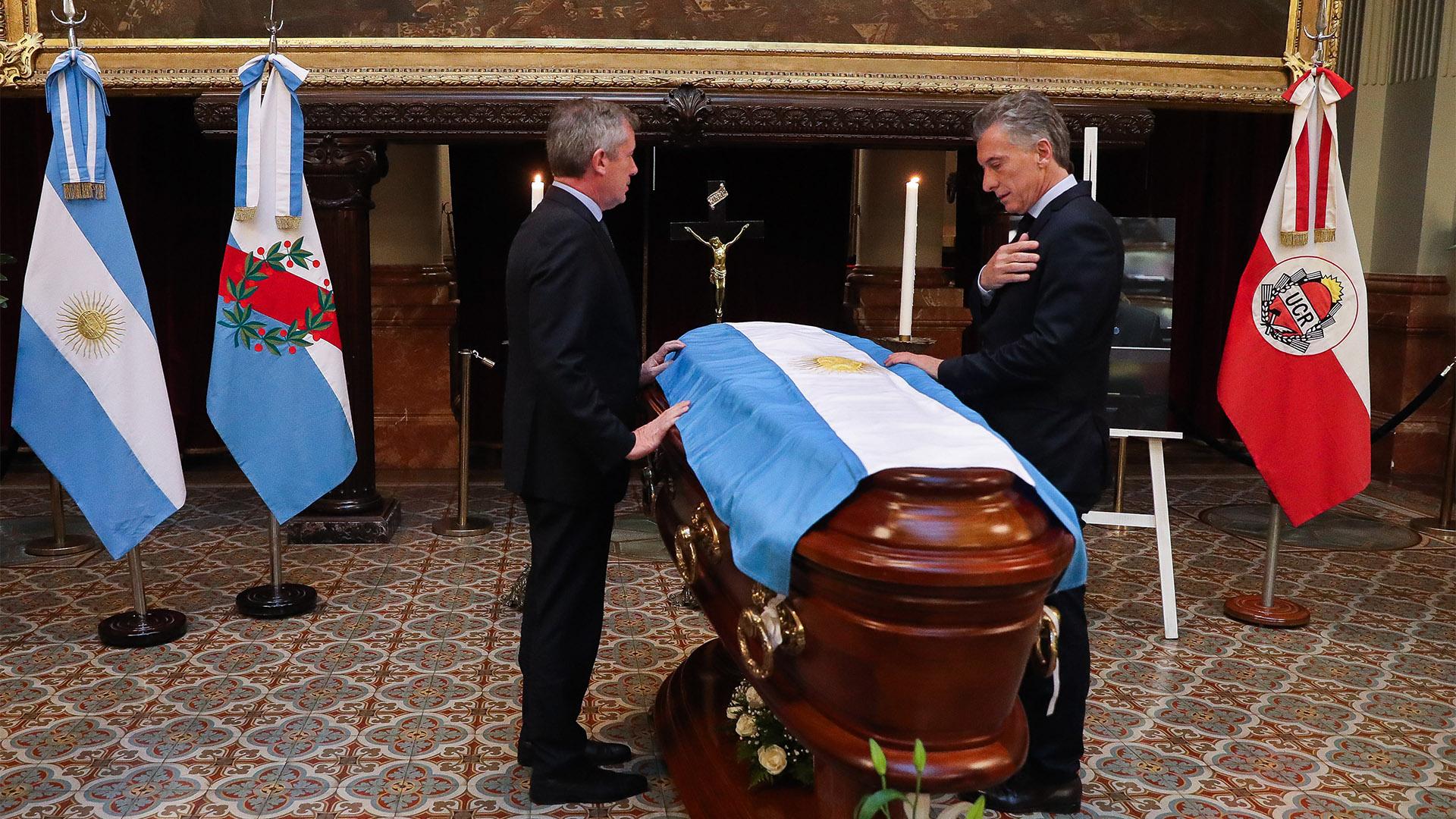 El presidente de la Nación, Mauricio Macri, despidió al diputado Olivares