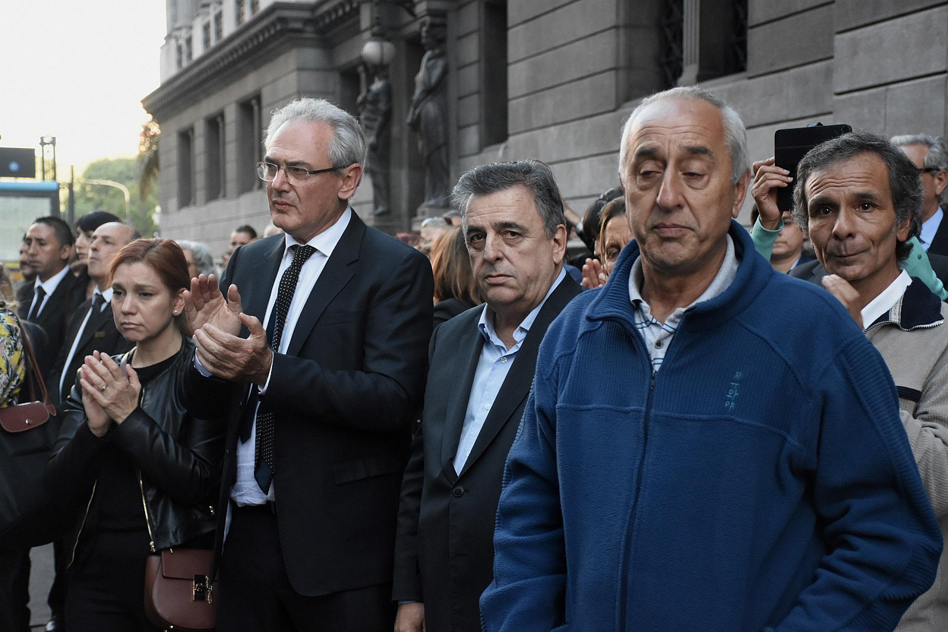 Legisladores y familiares despidieron los restos del diputado Olivares
