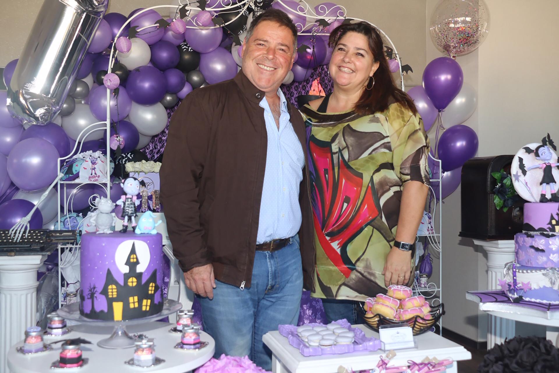 Carna y su esposa, Claudia Ares, quien se encargó del evento