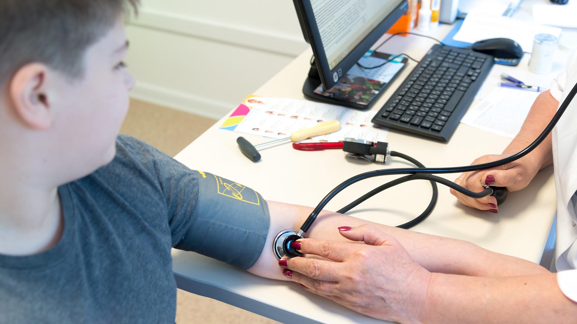 En la Argentina, un estudio reveló que el 69% de los niños escolarizados nunca había controlado su presión arterial (Shutterstock)