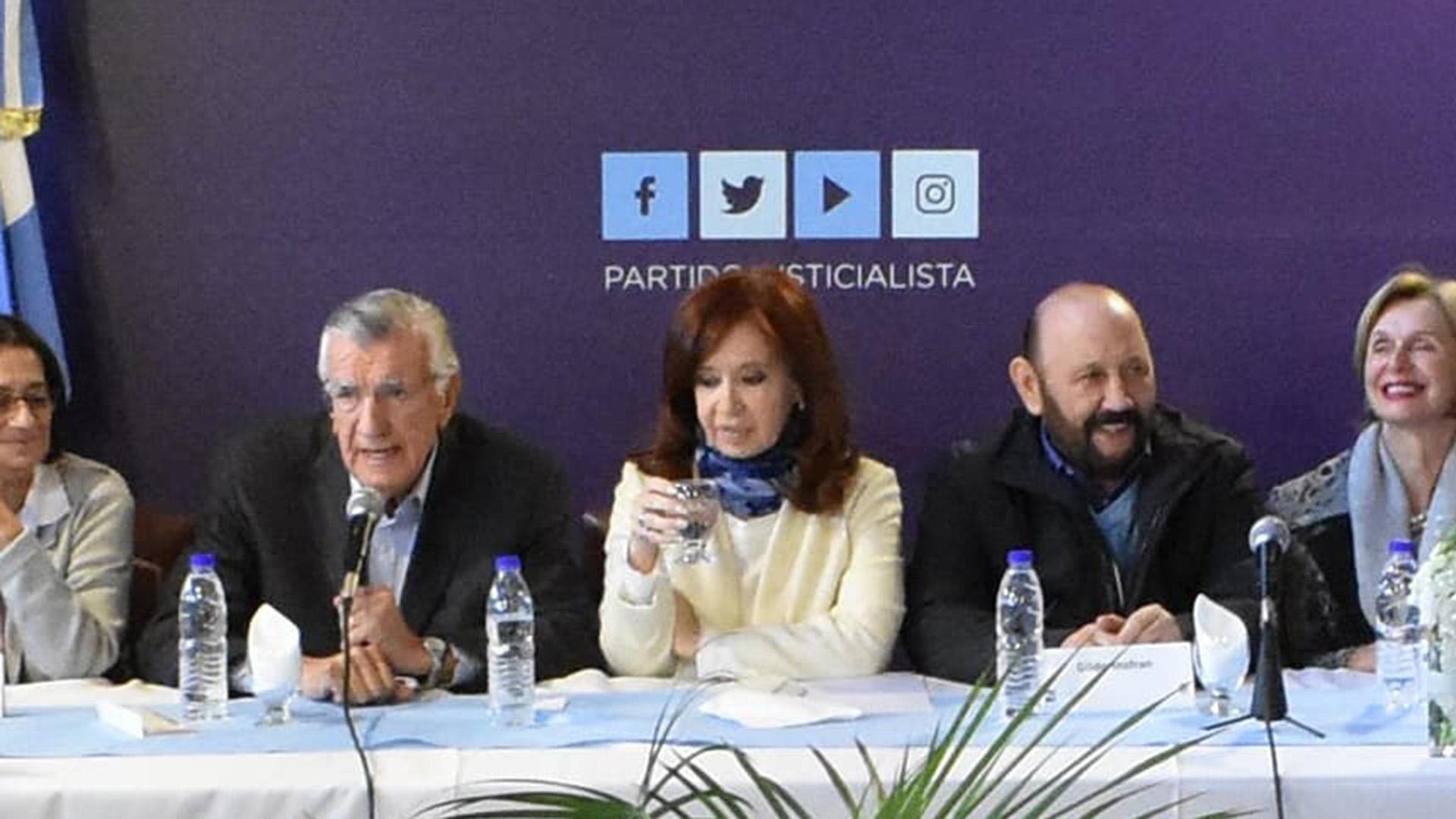Después de casi dos décadas Cristina Kirchner fue a la sede del PJ en la calle Matheu del centro porteño