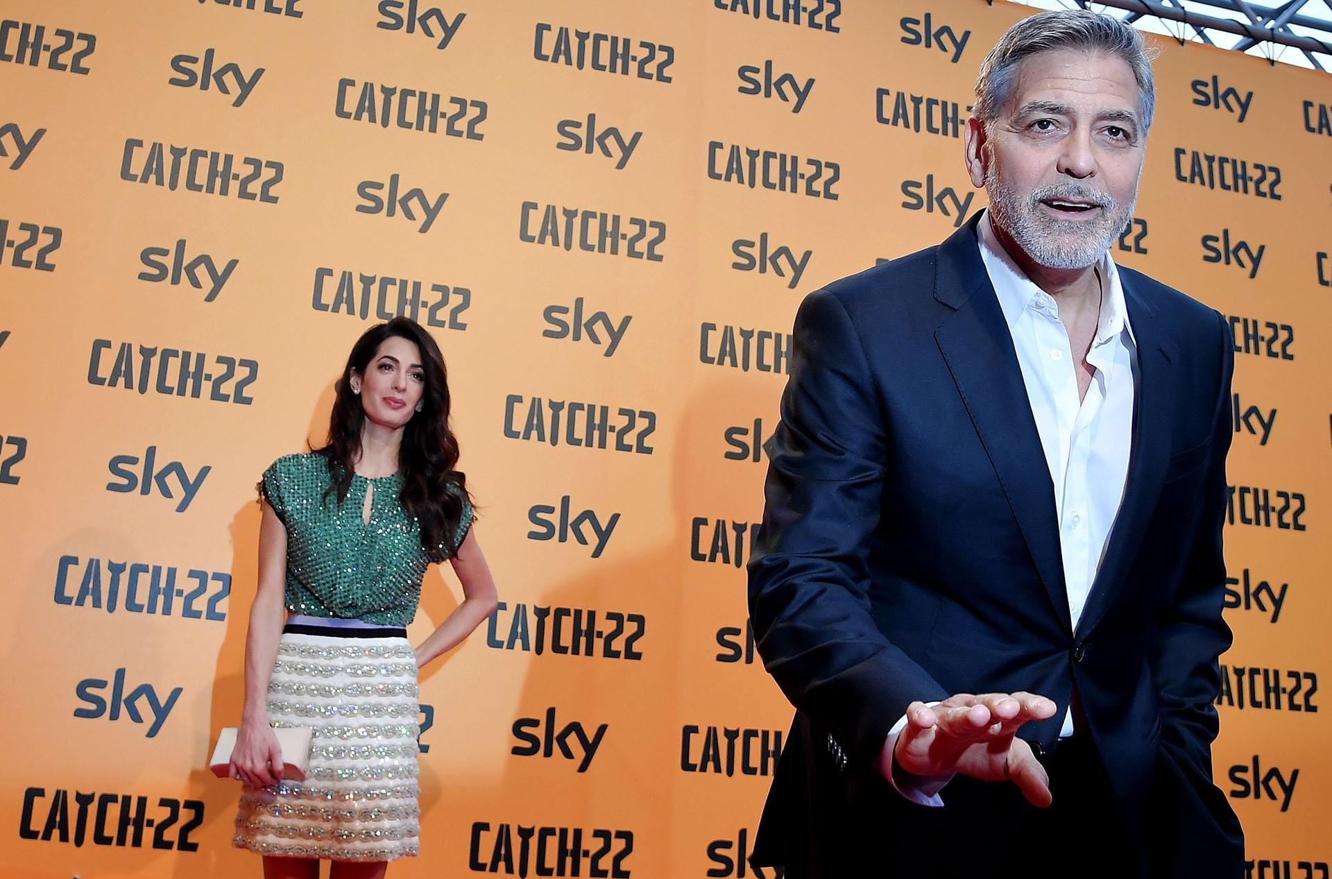 """George Clooney y su mujer Amal arriban al estreno de la serie """"Catch -22"""", protagonizada, dirigida y producida por el actor estadounidense"""