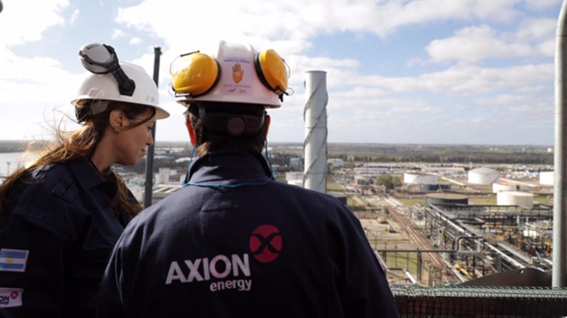 María Eugenia Vidal en la refinería AXION energy