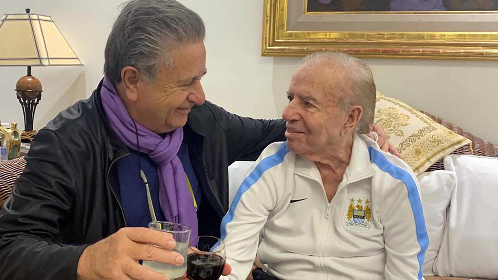 Eduardo Duhalde visitó a Carlos Menem en su casa del barrio porteño de Belgrano