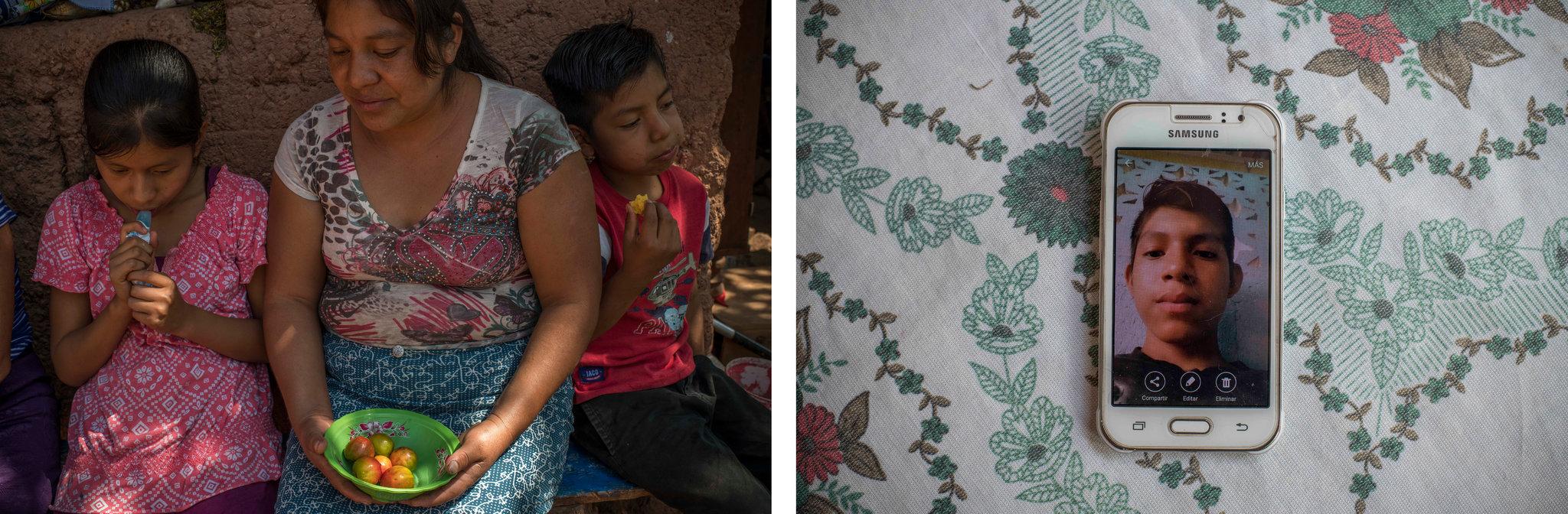 A la izquierda, Candelaria Sales García con dos de sus hijos, Gabriela y Leo Pablo. A la derecha, una foto de Álex Pablo se muestra en la pantalla del celular de su madre (Daniele Volpe para The New York Times)