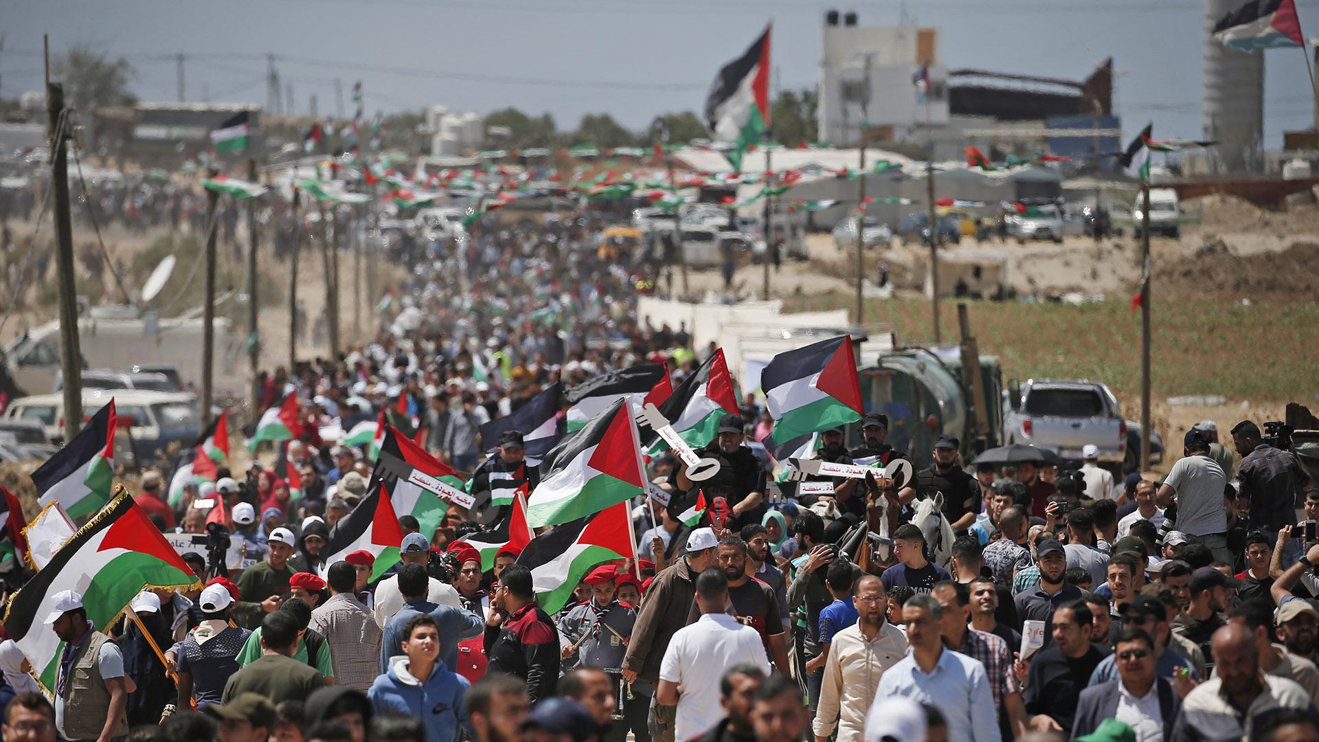 Manifestantes palestinos se reúnen al este de la ciudad de Gaza en la Franja de Gaza el 15 de mayo de 2019, durante una protesta por el 71º aniversario de la Nakba, también conocido como el Día de la Catástrofe en 1948. ( MAHMUD HAMS / AFP)
