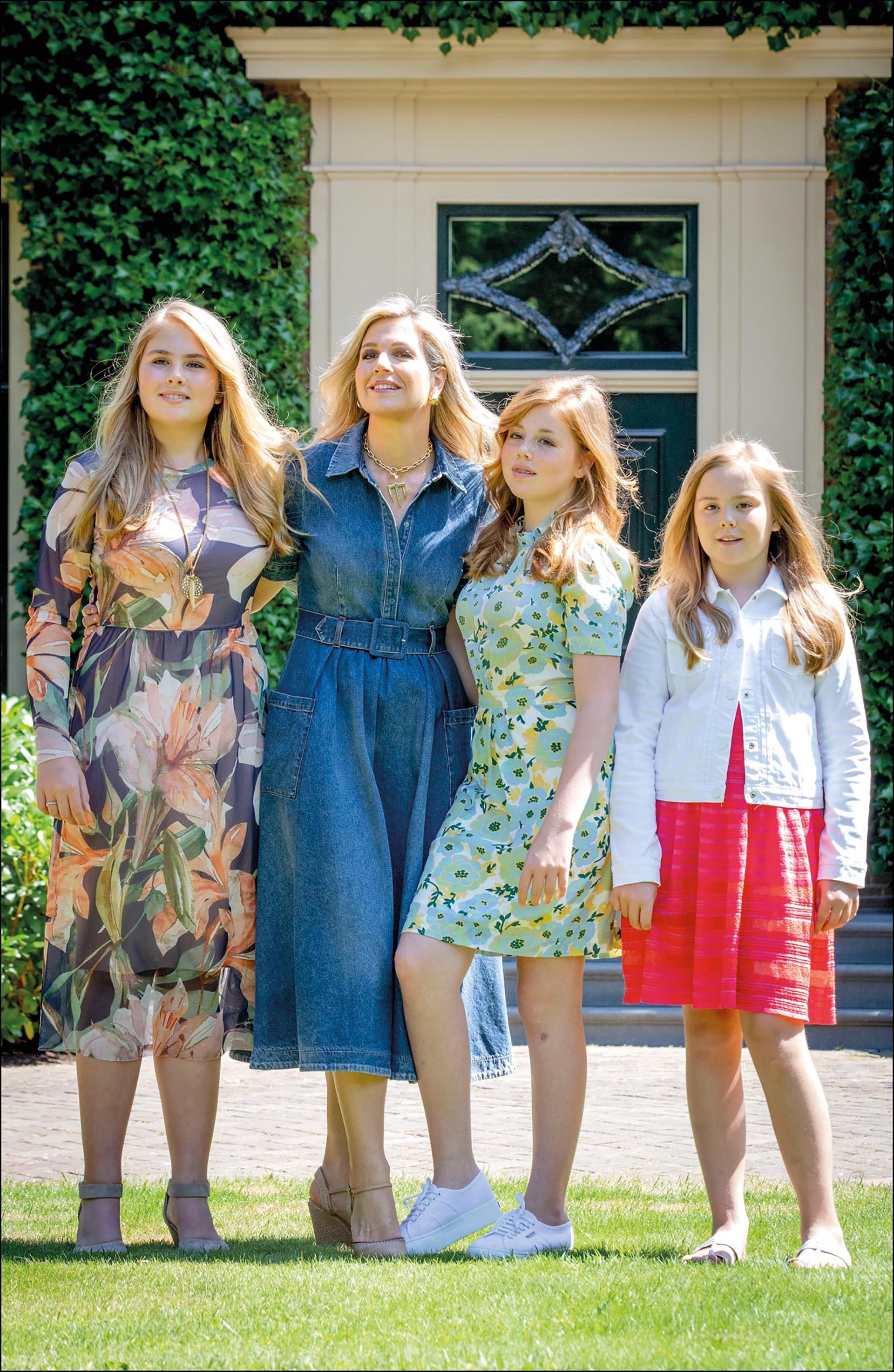 Ser el ejemplo a seguir por sus tres hijas, una gran responsabilidad. La mayor, Amalia (izq.) será la próxima reina.