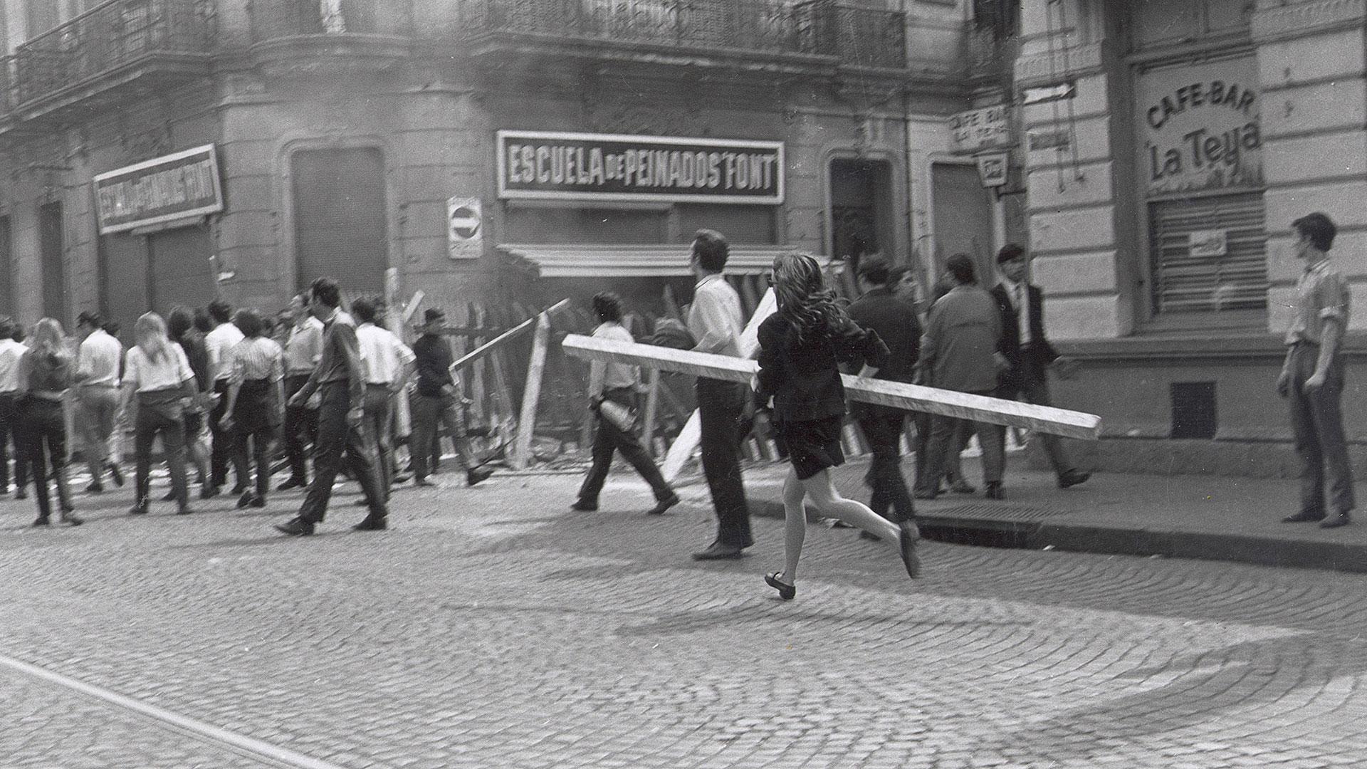 El viernes 16 de mayo, en la Universidad Nacional de Rosario, el rector José Luis Valentín Cantini intentó frenar las asambleas en las facultades con la suspensión de las clases durante tres días