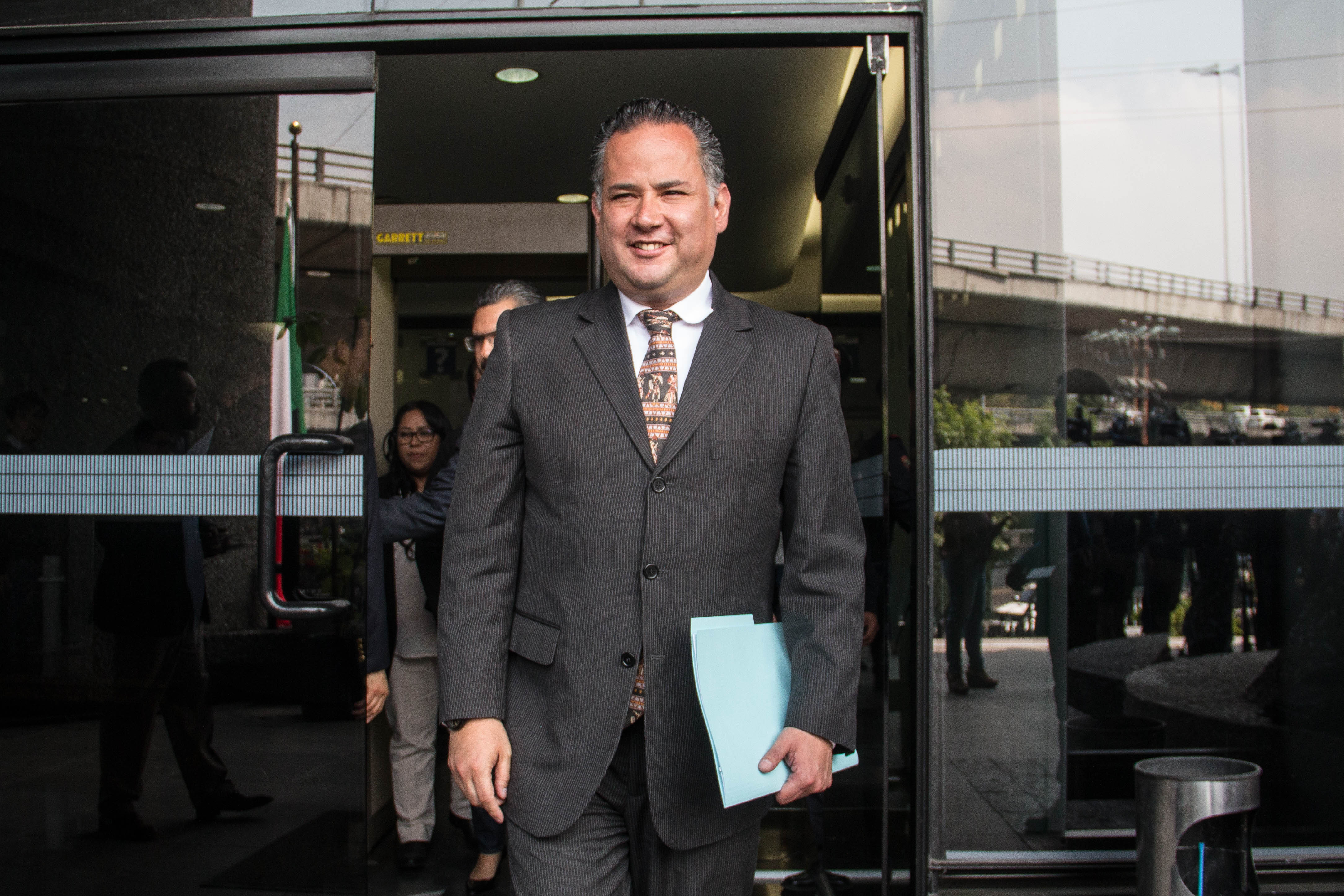 CIUDAD DE MÉXICO, 15MARZO2019.- Santiago Nieto Castillo, titular de la Unidad de Inteligencia Financiera, acudió a la FEPADE a interponer denuncia.FOTO: ANDREA MURCIA / CUARTOSCURO.COM