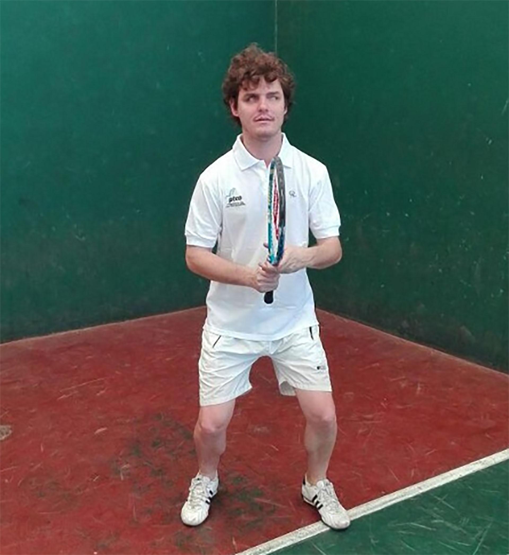 El joven descubrió por casualidad el tenis para personas no videntes (@AndresTerrile)