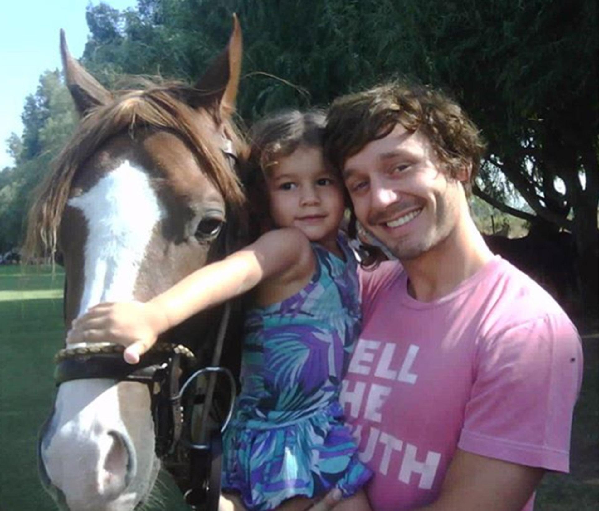 Benjamin, con una de las fotos que escogió para homenajear a su hija Blanca (Instagram)