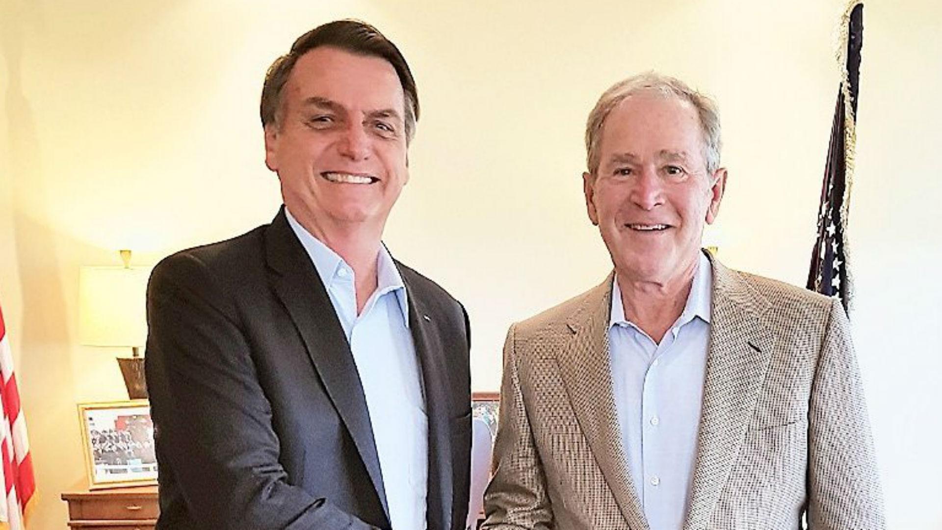 El presidente brasileño Jair Bolsonaro y el ex mandatario estadounidense George W. Bush