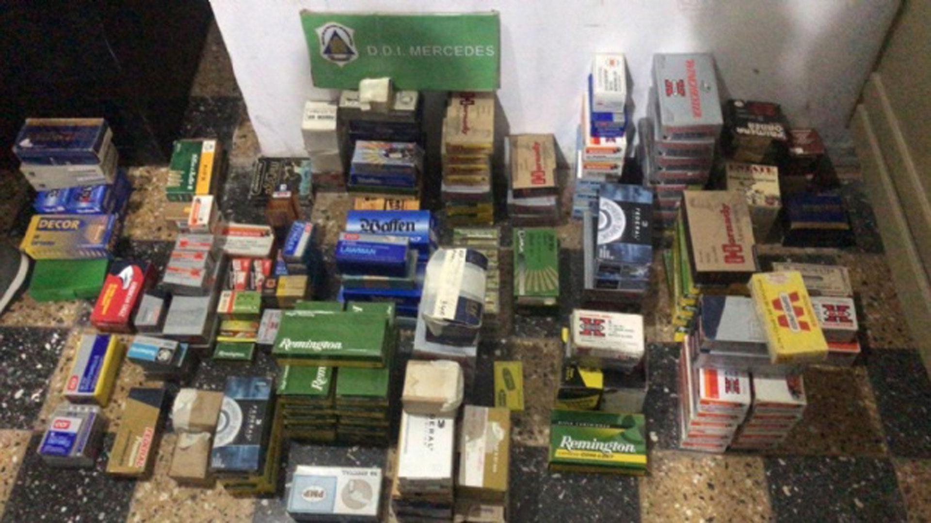 Parte del arsenal hallado en los allanamientos en Chivilcioy
