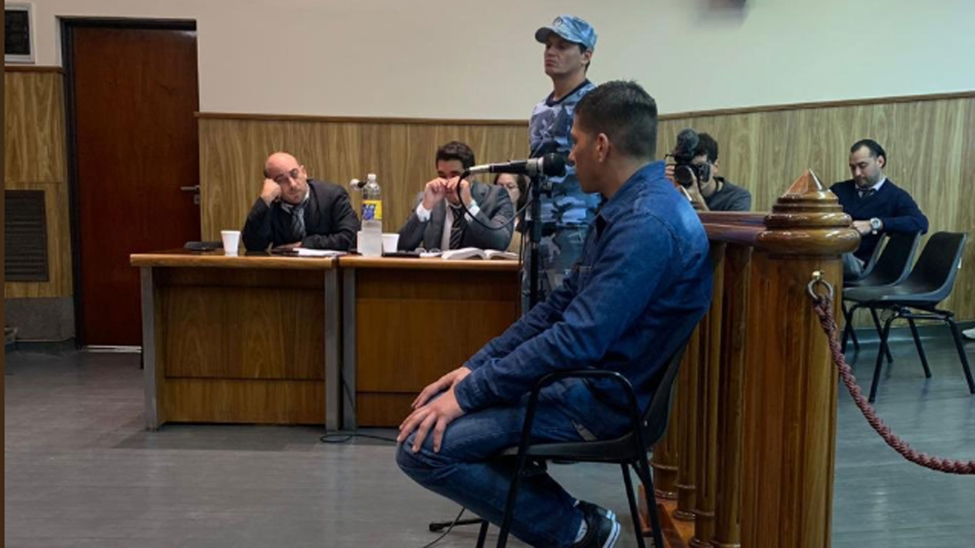 Saracho sentado en el banquillo de los acusados (@DipMiguelFunes)