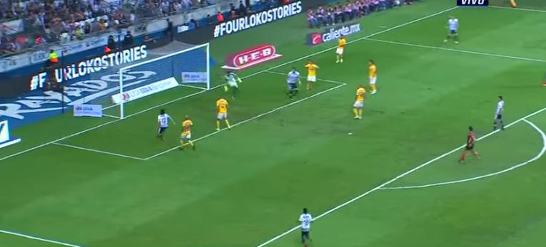 Este es el momento en el que el balón se le cuela al portero argentino por el centro de su portería y a media altura (Foto: Captura de pantalla)