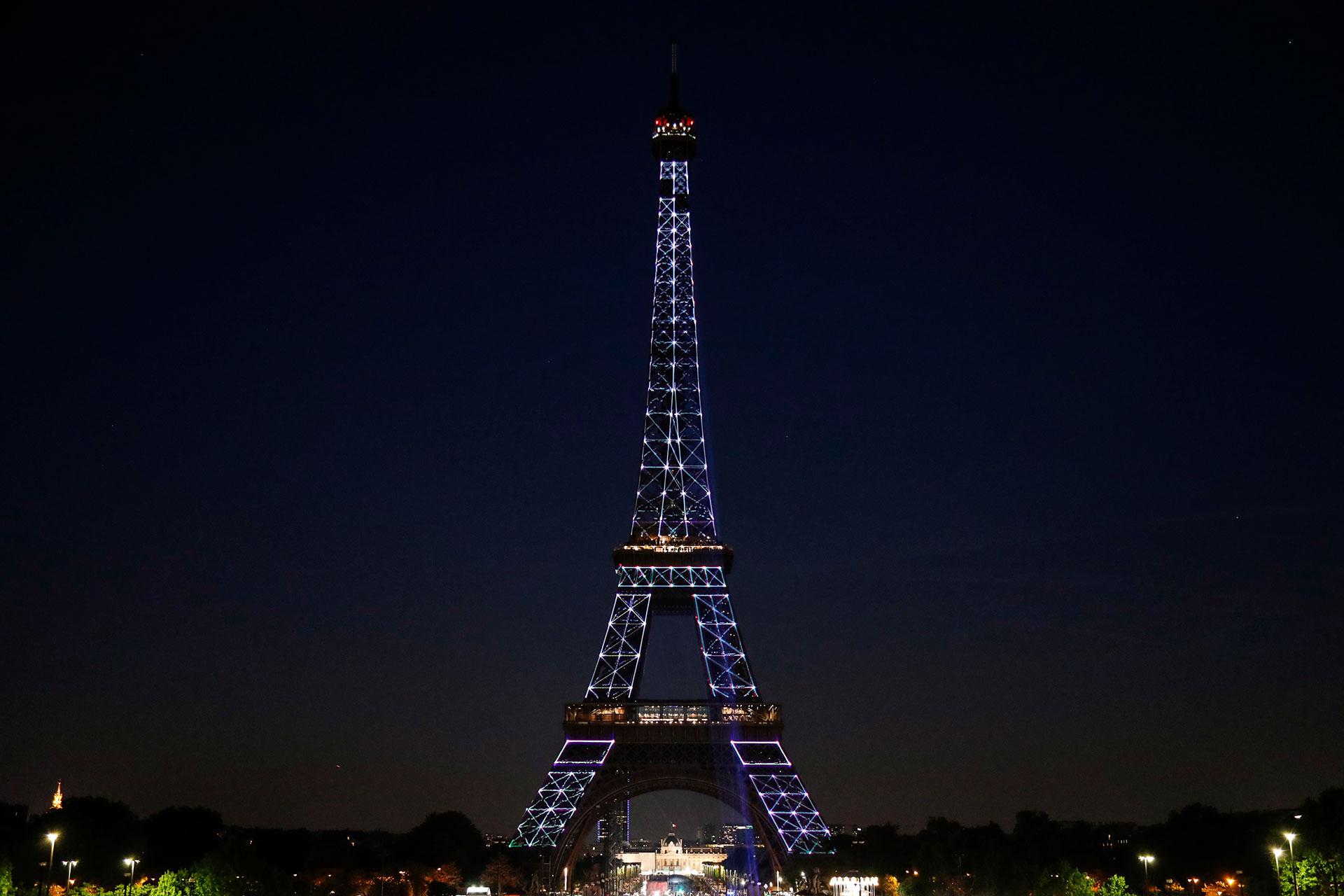 La Torre Eiffel fue la estructura más alta del mundo hasta la inauguración de la Torre Chrysler de Nueva York en 1930.