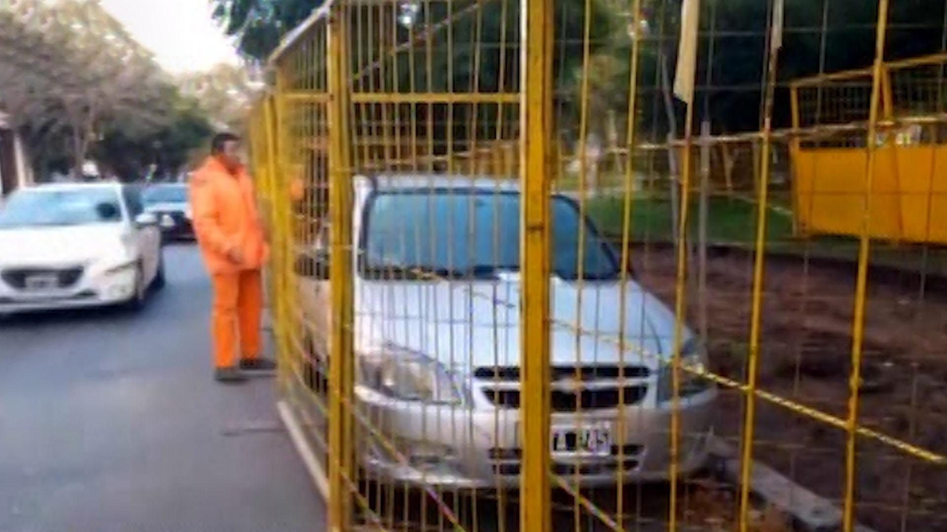 Nadie reclama el vehículo y tampoco la grúa lo removió