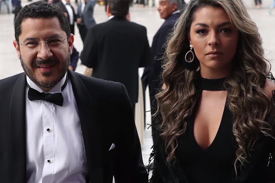 El presidente del Senado, Martí Batres asistió a la ópera junto con su esposa Daniela Cordero Arenas (Foto: Especial)