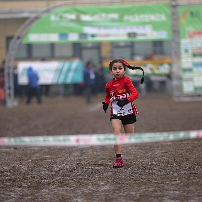 La pequeña Sara se postula como una de las próximas figuras del atletismo (Facebook: Piernicola Meloni)