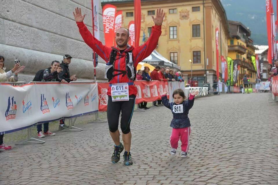 Piernicola Meloni, el padre de Sara, es también su entrenador y corre junto a ella (Facebook: Piernicola Meloni)