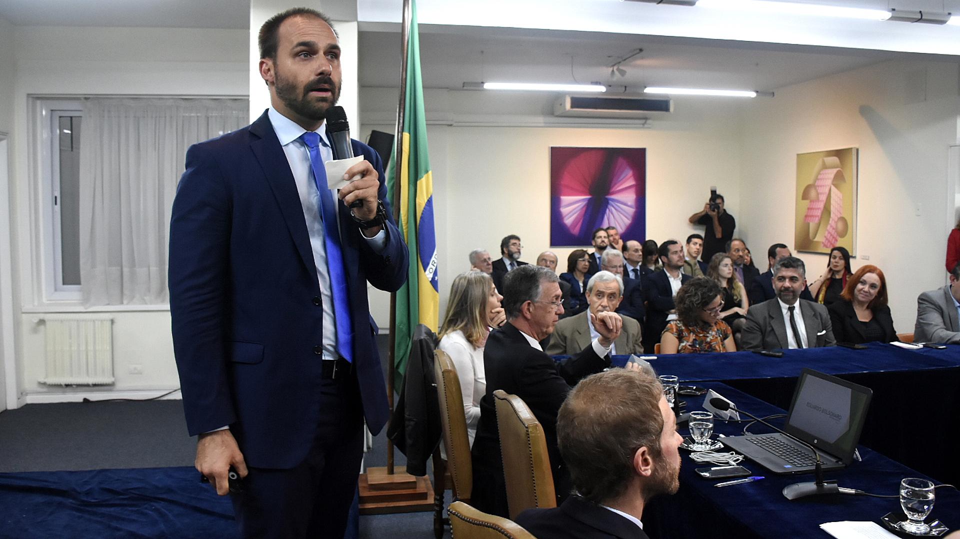 Eduardo Bolsonaro en el CARI: cuestionó a Cristina y apoyó la gestión de Macri