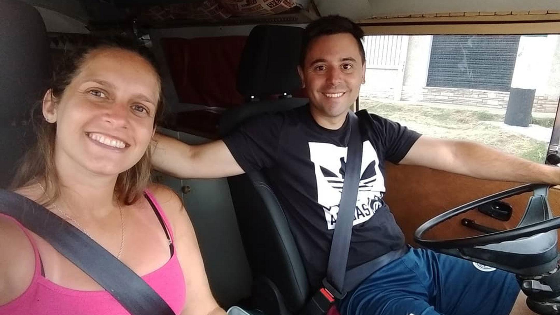 """Micaela y Damián, a bordo de """"La Camboyana"""""""
