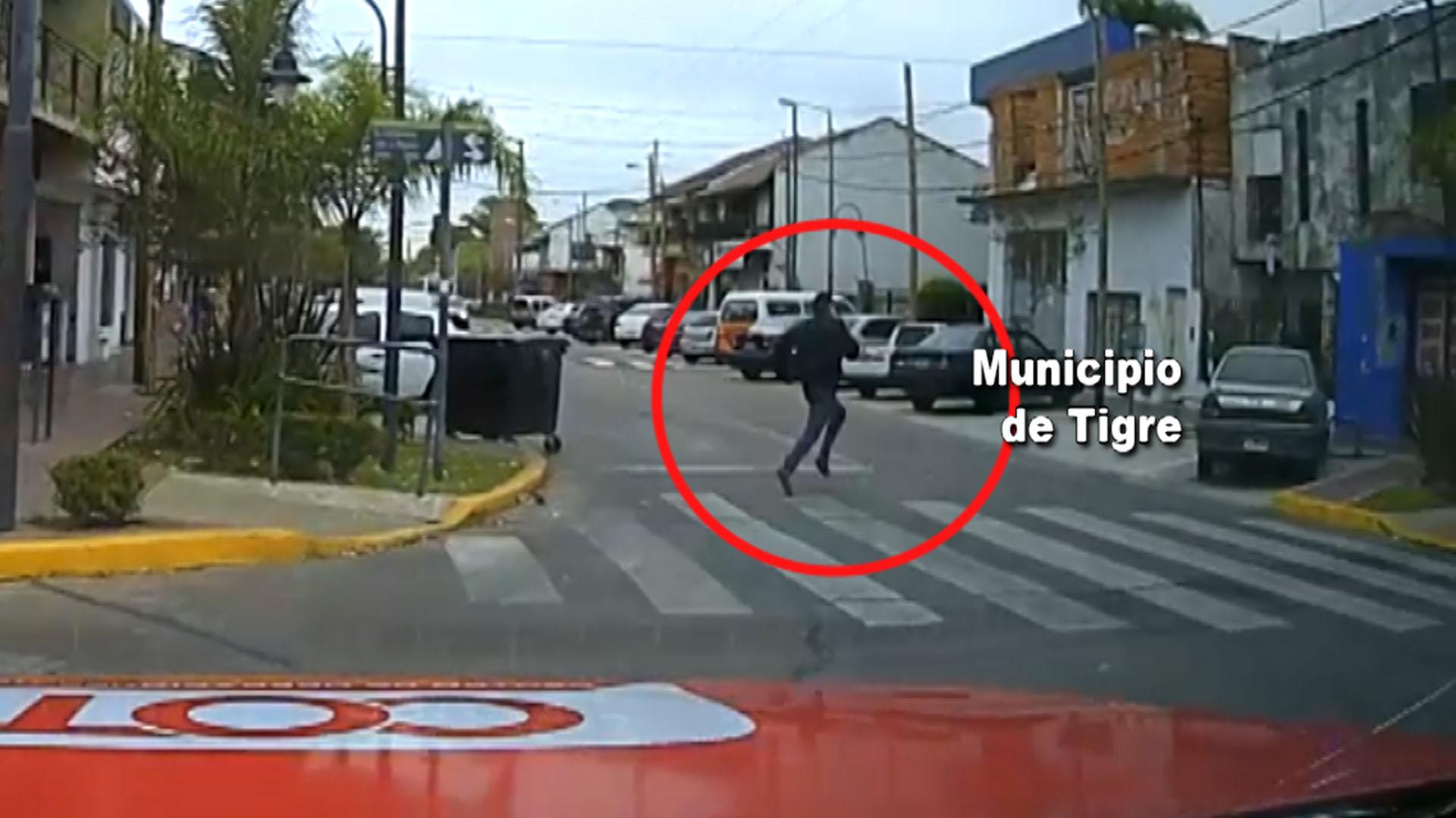 El automovilista huyó corriendo y pretendió meterse en la casa de un vecino