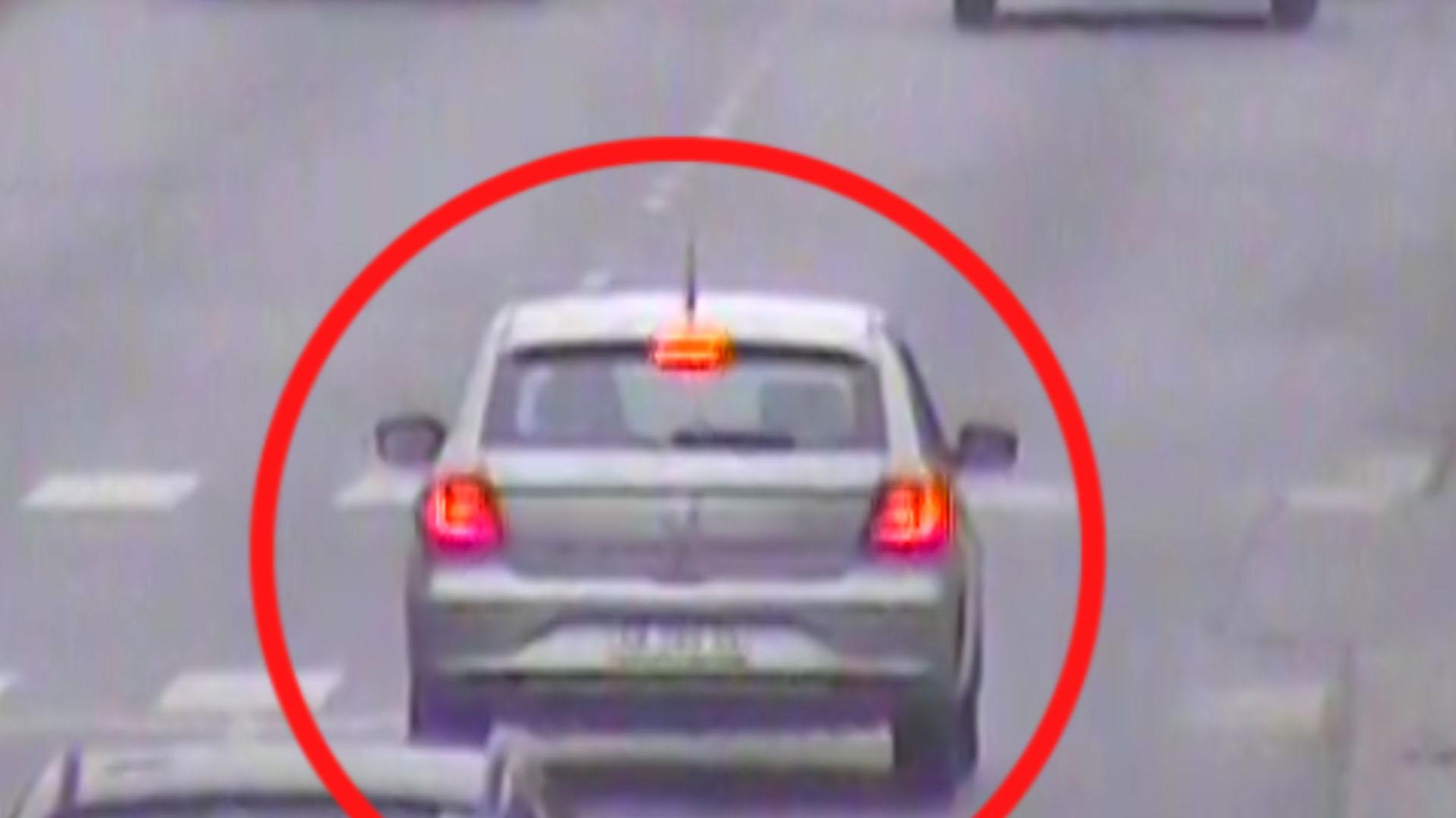 El VW Gol gris se dirigía por la avenida Hipólito Yrigoyen hacia el centro de Tigre