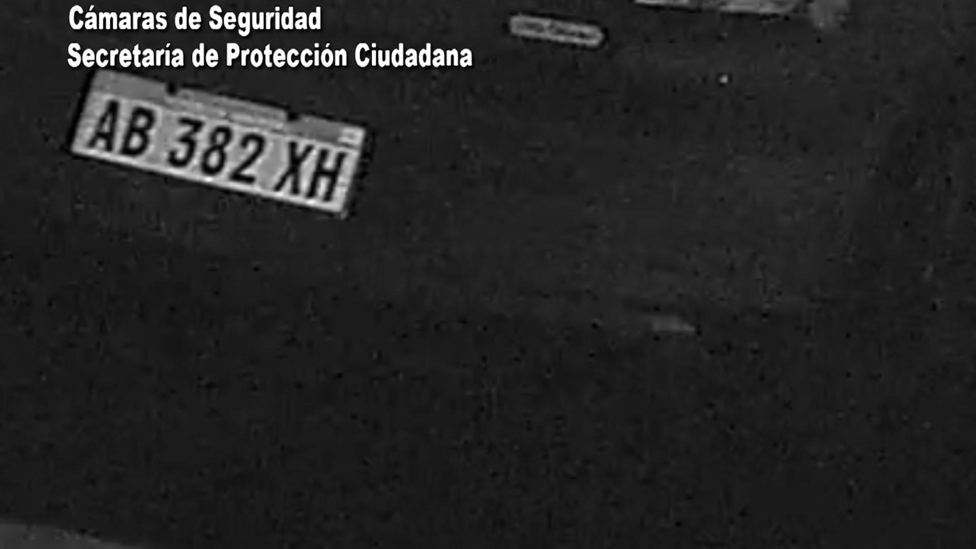 Las cámaras de seguridad identificaron que era un vehículo robado por su dominio