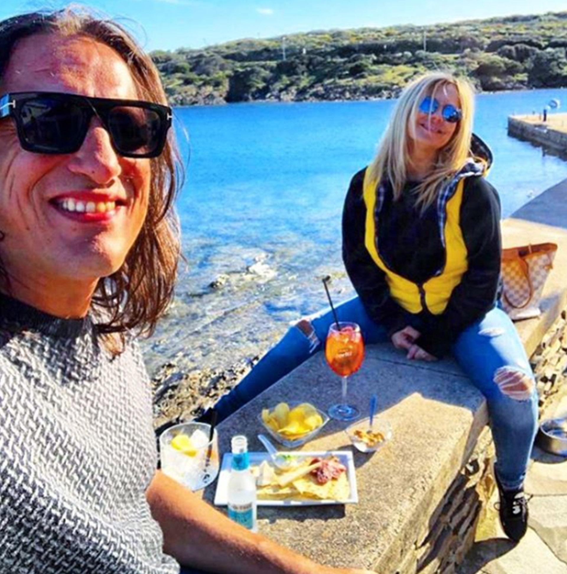 La madre de Wanda y Zaira Nara, Nora Colosimo presentó a su nuevo novio, Angelo Molinari. Los enamorados compartieron una foto en las redes, disfrutando de un almuerzo en las playas de Italia (Instagram)
