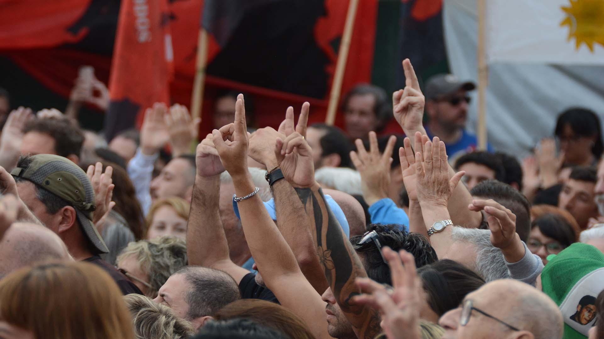 """La militancia cantó contra Mauricio Macri y coreó """"vamos a volver""""."""