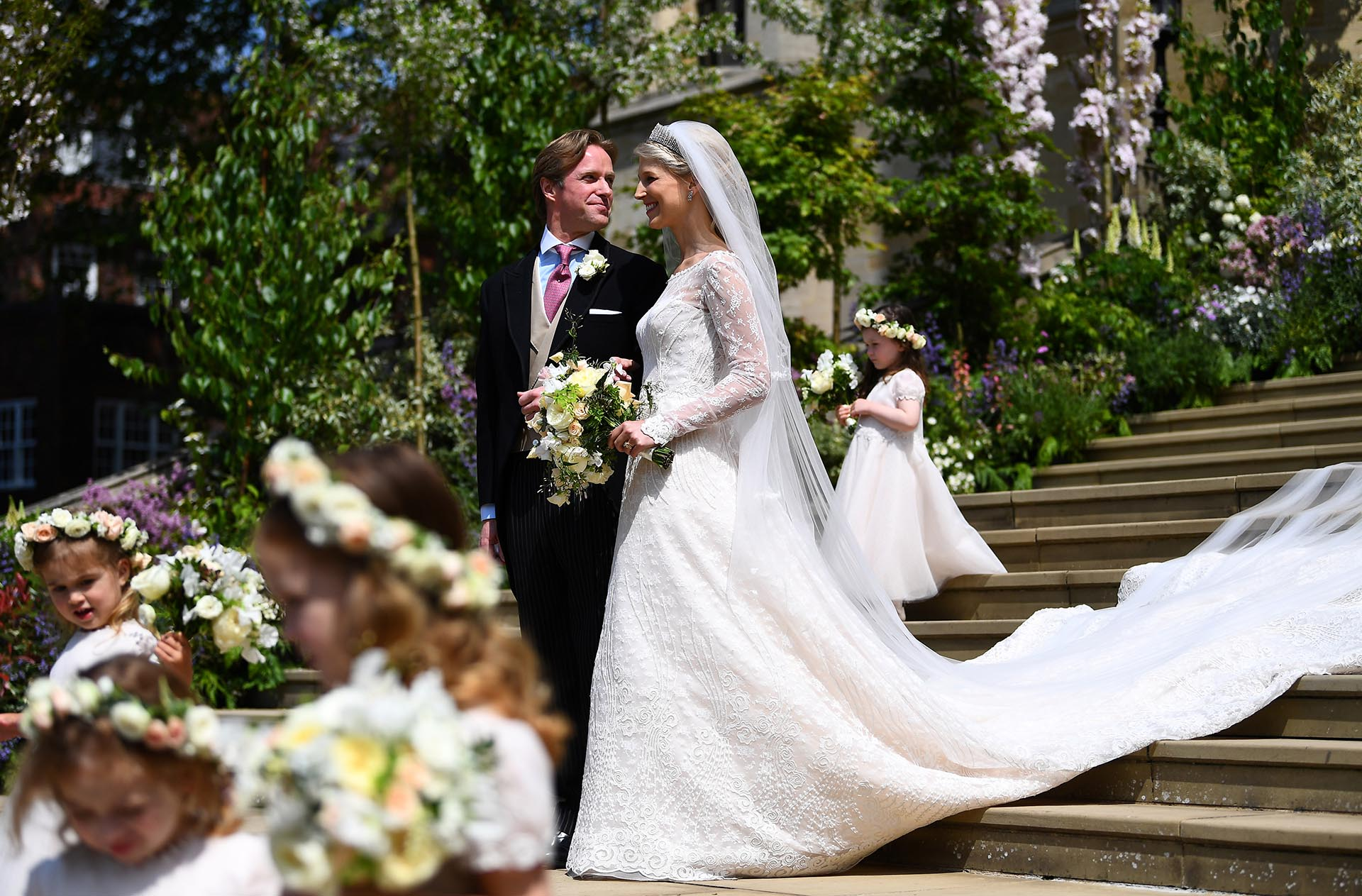 Lady Gabriella cautivó con un vestido de la diseñadora italiana Luisa Beccaria. Los novios se casaron en el Castillo de Windsor, en el mismo sitio que lo hicieron los duques de Sussex y la princesa Eugenia de York