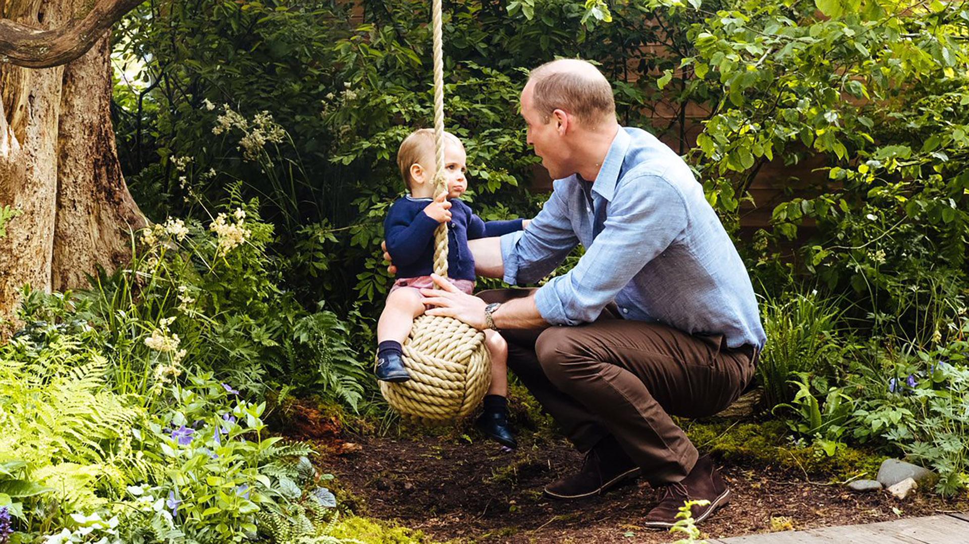 Otras de las imágenes del príncipe William compartiendo un día al aire libre con su hijo Louis