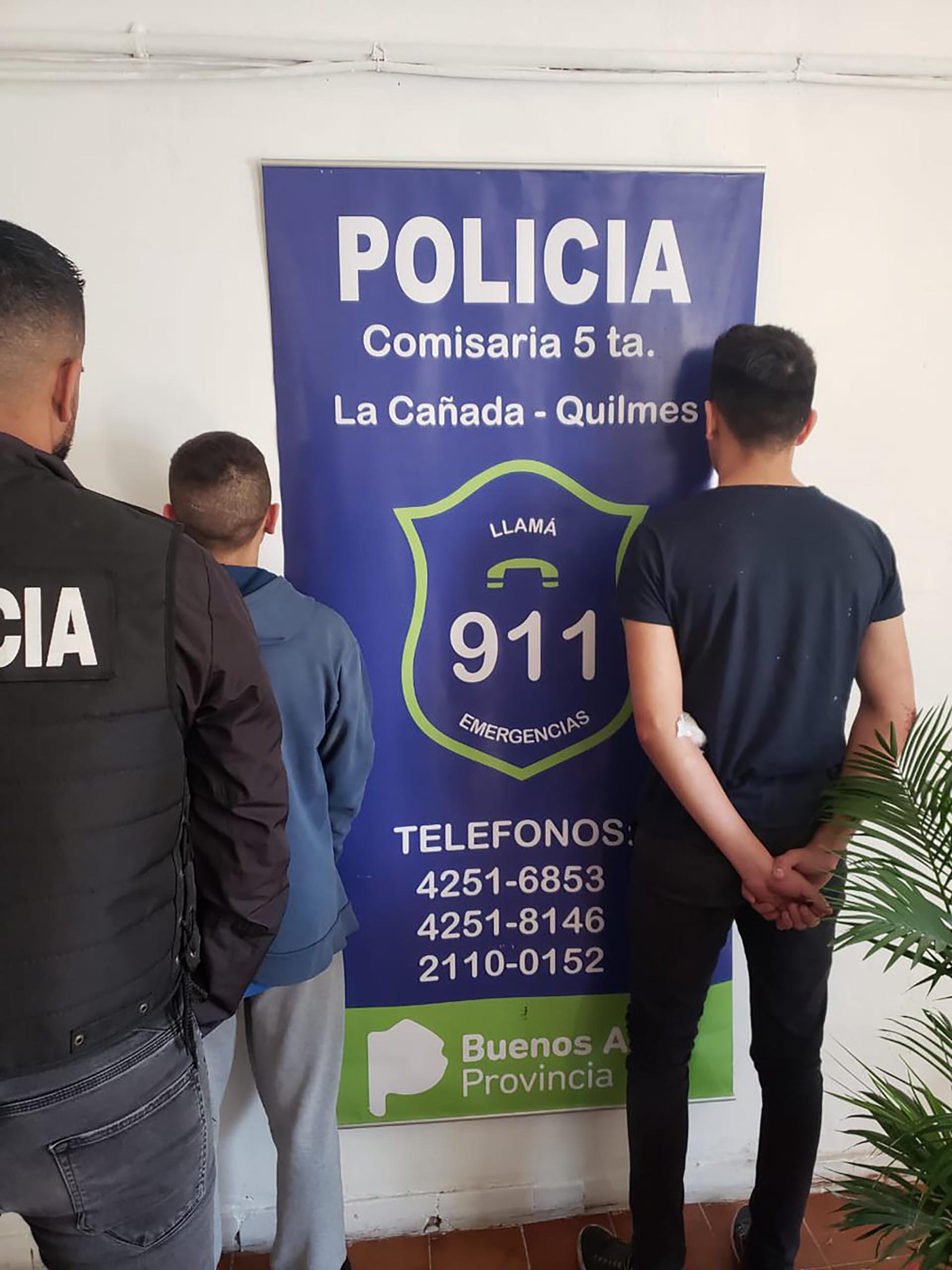 Los dos detenidos: el efectivo de la Policía Federal Fernando Ezequiel Pérez y su hermano menor