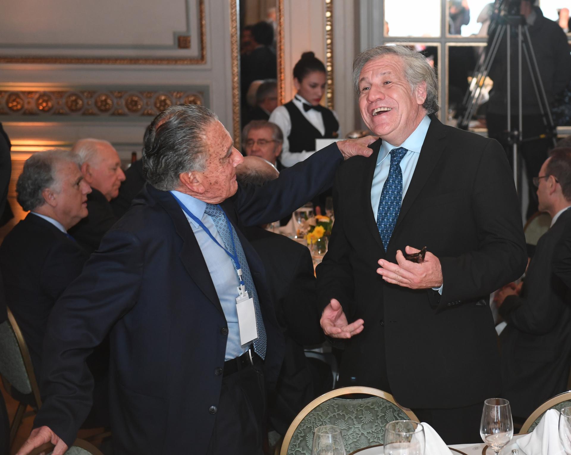 Eurnekian conversa con Almagro