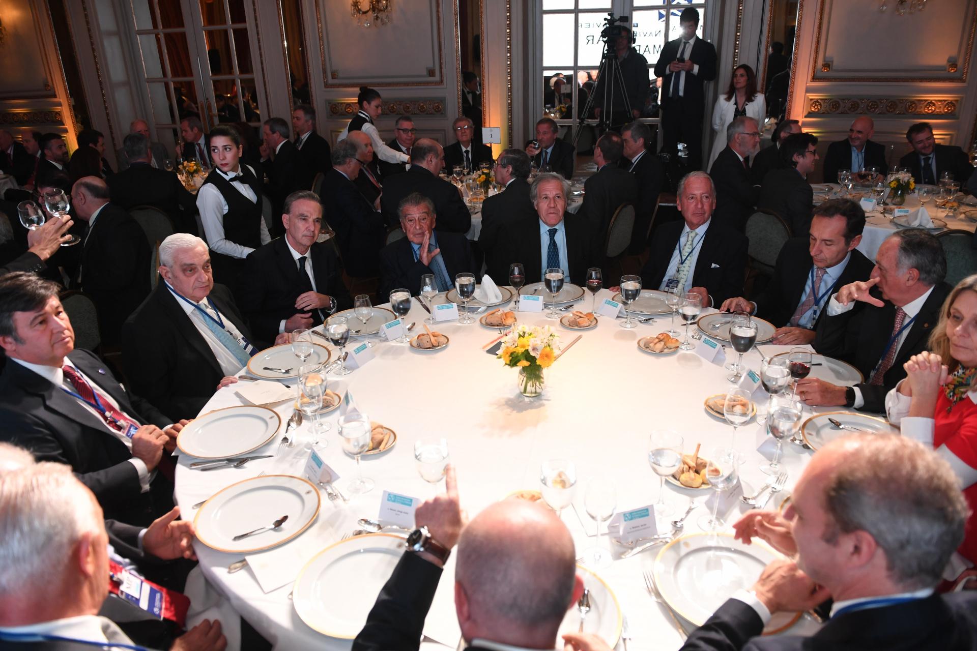 La mesa principal de los miembros del CCyP que recibieron al secretario Almagro
