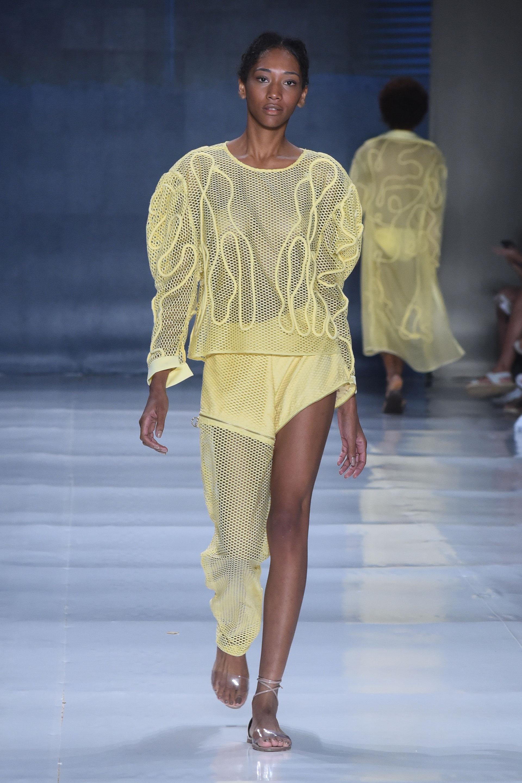 Outfit con transparencia (Saldanha).