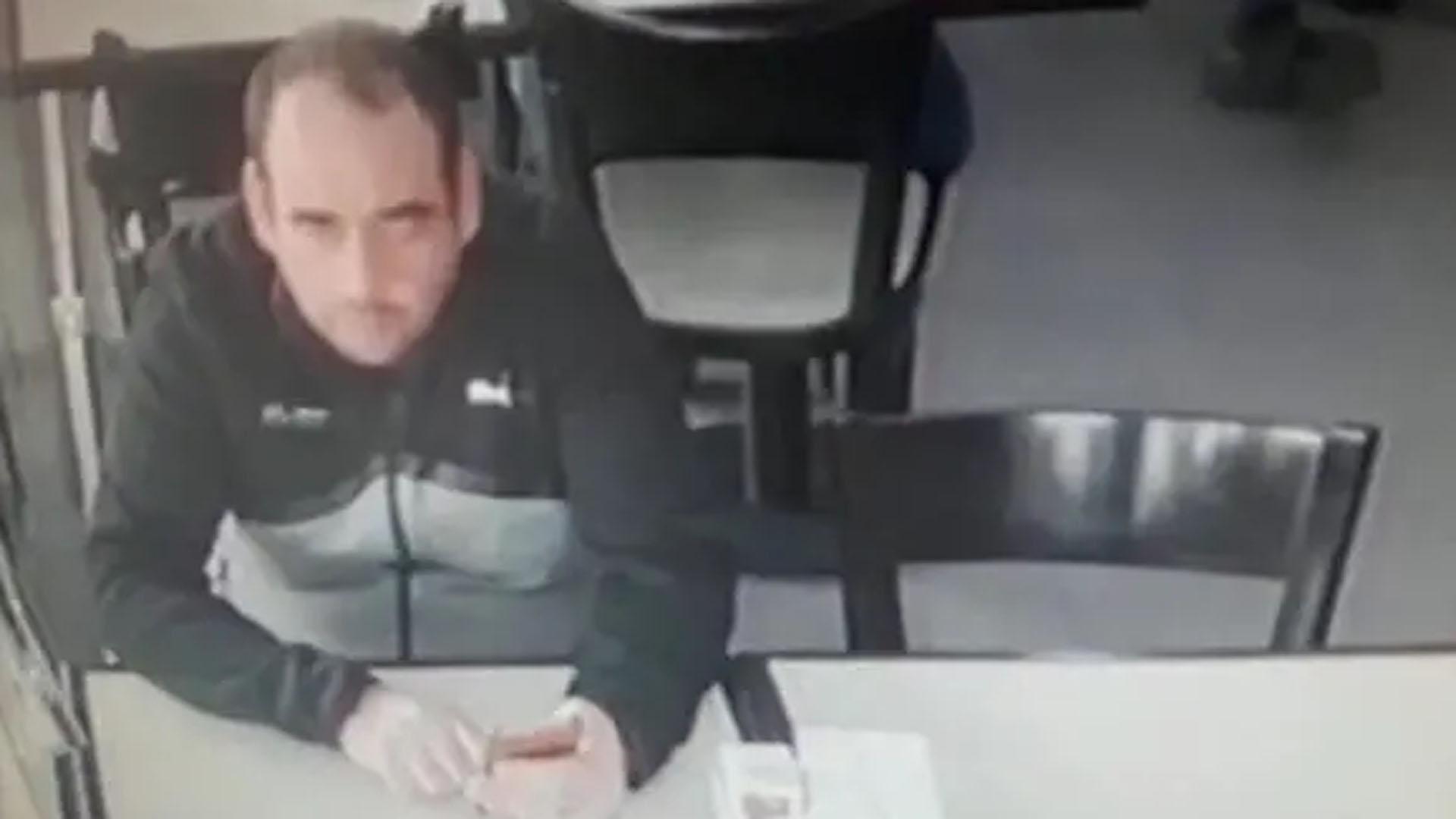 El registro de las cámaras de vigilancia confirmó que Andrés Alloggio fue cómplice del ataque. Foto: Policía de la provincia de la ciudad de Buenos Aires