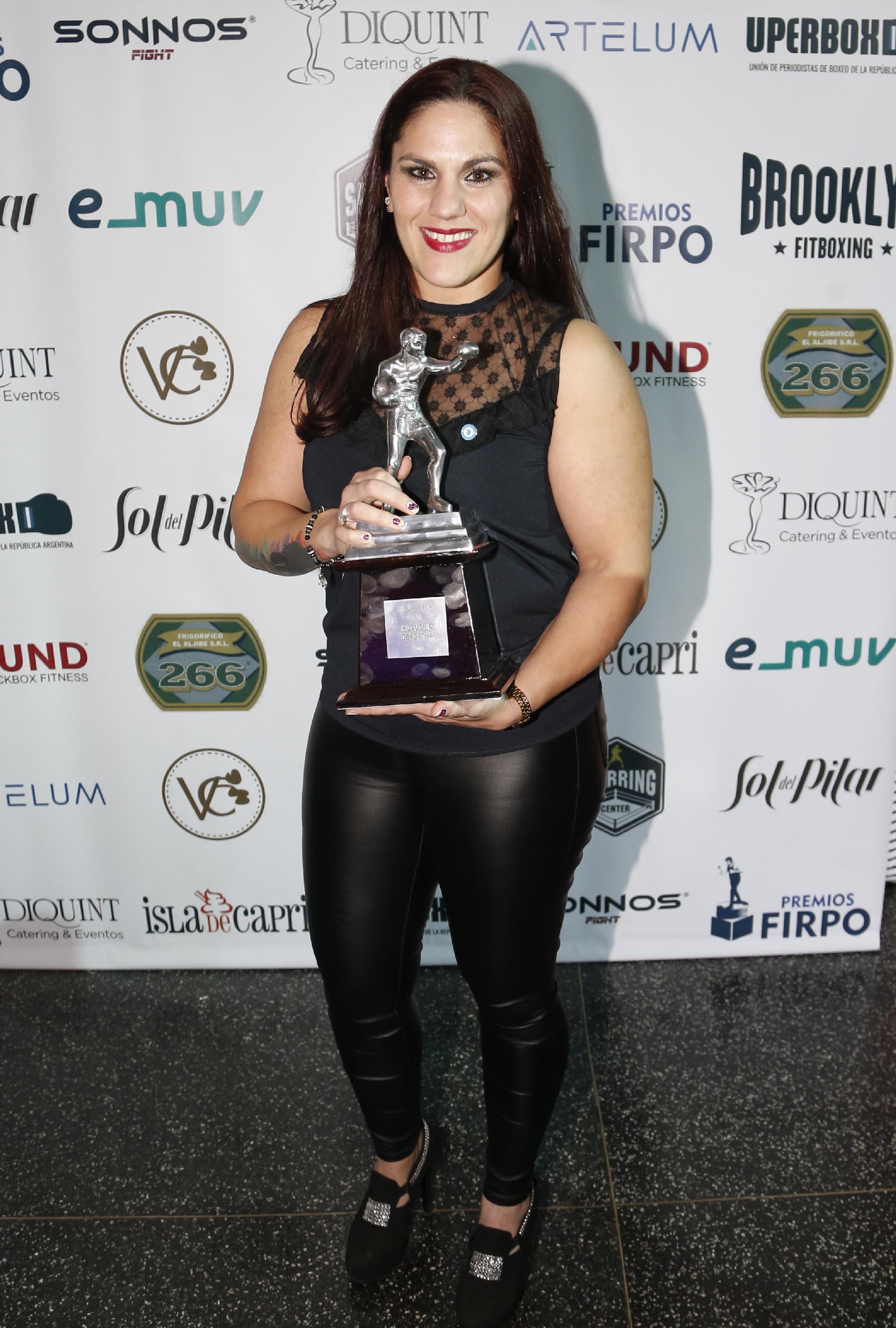 Victoria Bustos se llevó el premio a la hidalguía deportiva